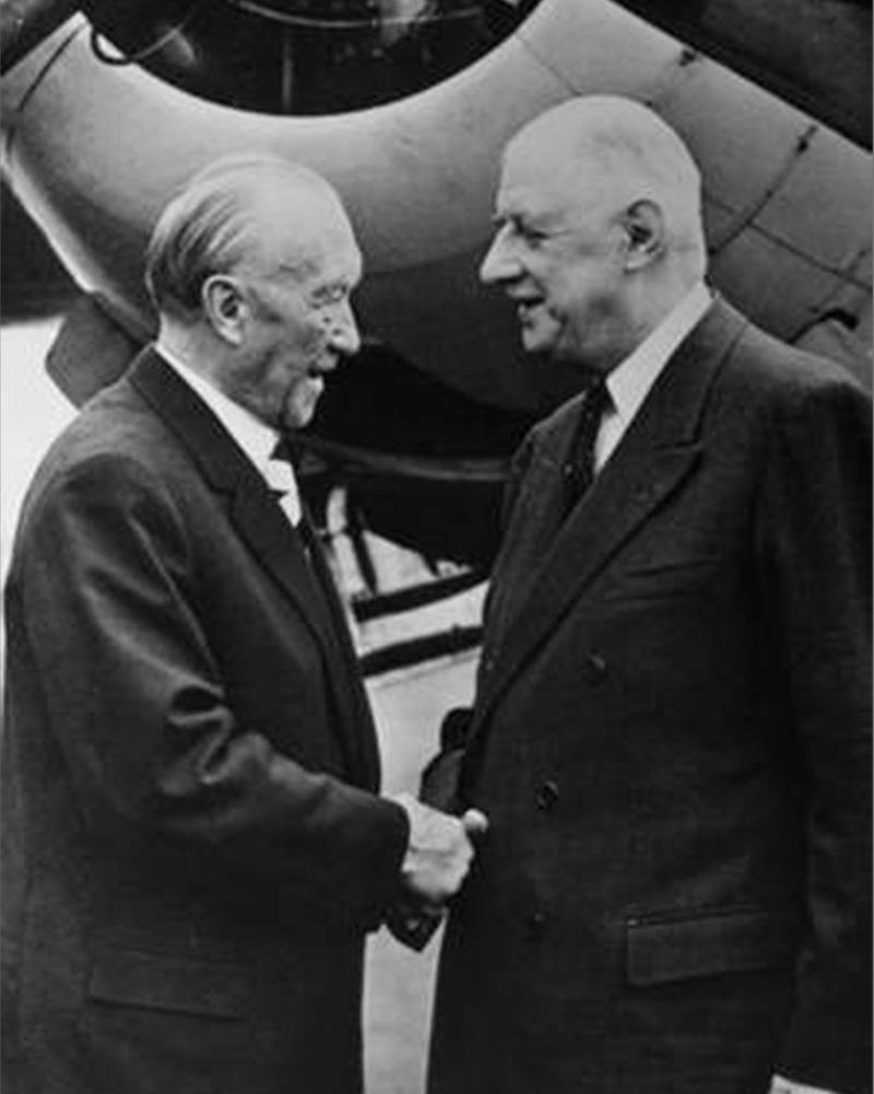 Adenauer und de Gaulle begründen die Deutsch-Französische Freundschaft hier auf dem Flughafen Baden-Baden Oos.